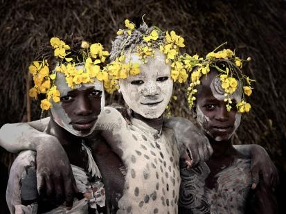 Crianças Karo, da Etiópia
