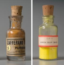 À esquerda, o Amarelo de Cádmio, altamente tóxico, mas que era usado nas peças de LEGO até os anos 1970.