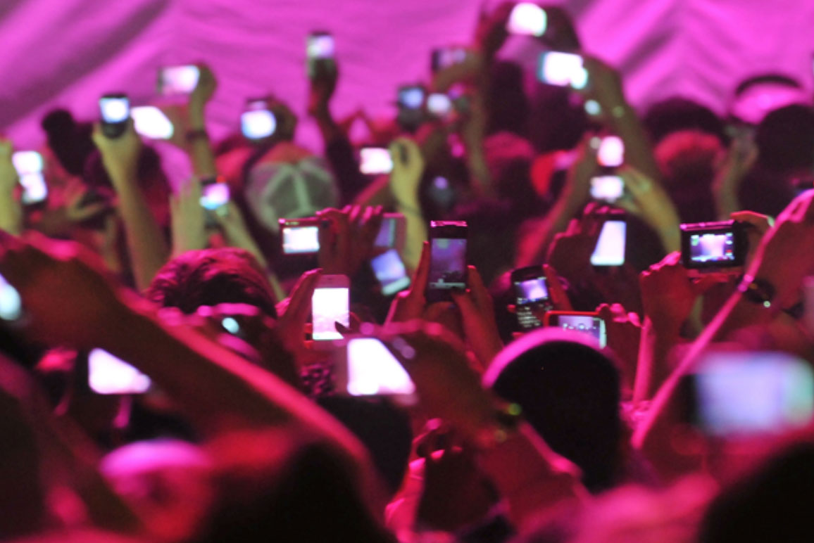 concert-mobile-phone